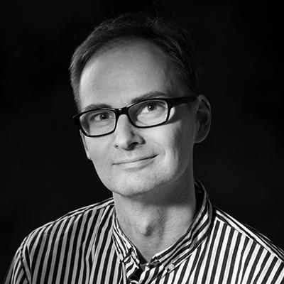 Lars Reinholt Nielsen | Tekst & Koncept | Shark & Co.